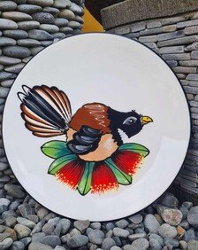 NZ Made Handpainted Round Plate  / Classic Fantail
